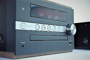 錦糸町 レンタルスタジオ 音楽デッキ があります Bluetooth 対応の最新デッキ (CD, AUX)ですので、スマホの音源が 利用でき スマホのアプリで ピッチコントロールも可能です。